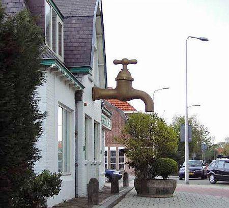 Памятник крану