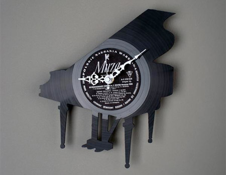 Clock made out of Vinyl