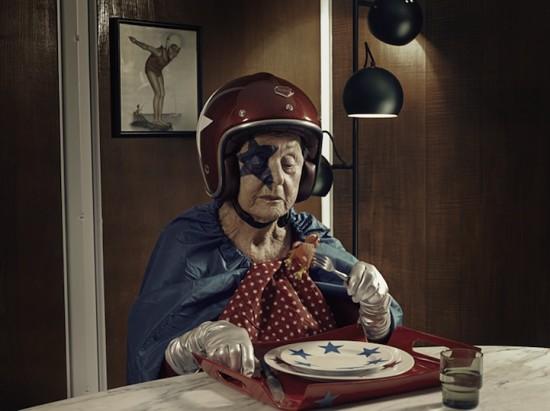 foto  Бабушка супергерой