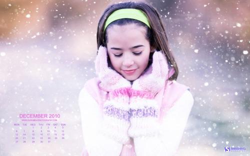 Snow White 33 in Desktop Wallpaper Calendar: December 2010