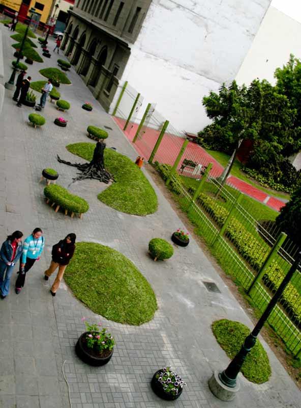 priroda mir  В центре города большого, где травинки не растет