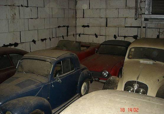 Fiat Topolino II, Triumph TR 4, Peugeot 202.