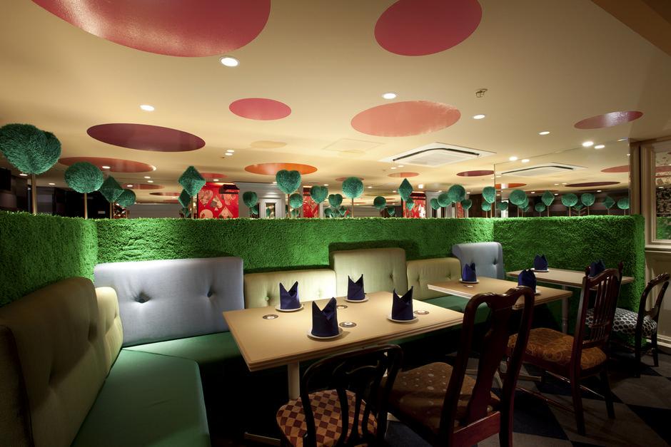 Restaurant Alice in Wonderland in Tokyo by Fantastic Design Works